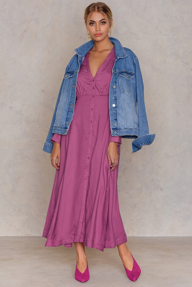 pink-magenta-dress-shirt-midi-blue-med-jacket-jean-blonde-pony-earrings-pink-shoe-pumps-fall-winter-dinner.jpg