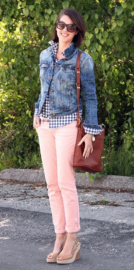o-peach-chino-pants-blue-navy-collared-shirt-gingham-print-blue-med-jacket-jean-tan-shoe-sandalw-brown-bag-sun-howtowear-fashion-style-outfit-spring-summer-brun-weekend.jpg