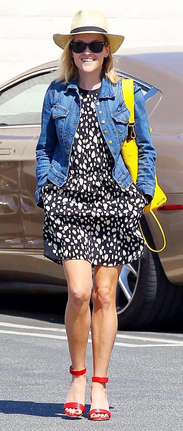 black-dress-mini-print-blue-med-jacket-jean-red-shoe-sandalh-yellow-bag-reesewitherspoon-denim-panama-hat-streetstyle-spring-summer-lunch.jpg