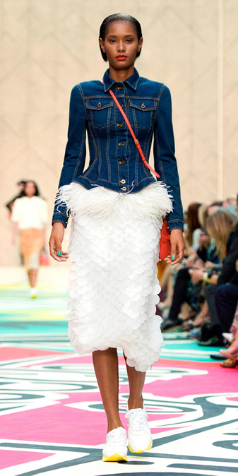 white-midi-skirt-blue-navy-jacket-jean-orange-bag-wear-outfit-spring-summer-howtowear-white-shoe-sneakers-runway-brun-lunch.jpeg