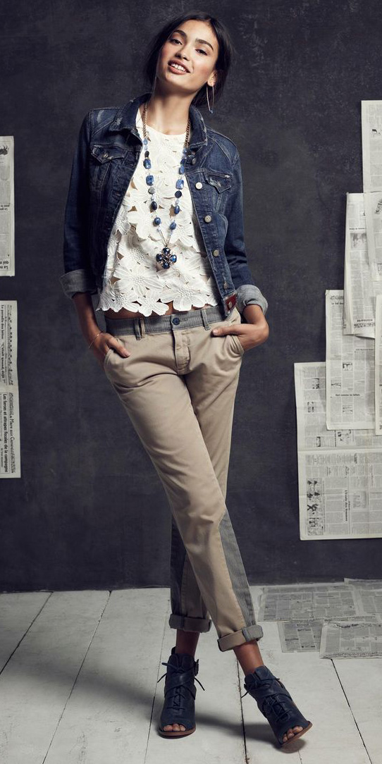 tan-chino-pants-white-top-lace-necklace-pend-blue-navy-jacket-jean-fall-winter-brun-lunch.jpg