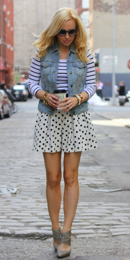 white-mini-skirt-dot-print-black-tee-stripe-mixprints-blonde-blue-light-vest-jean-spring-summer-lunch.jpg