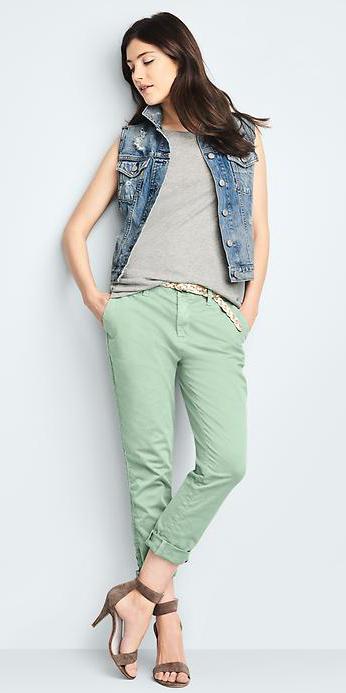 green-light-chino-pants-grayl-tee-belt-brown-shoe-sandalh-spring-summer-wear-fashion-style-blue-light-vest-jean-brun-lunch.jpg