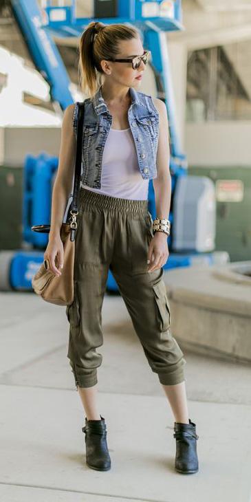 green-olive-joggers-pants-white-top-tank-blue-light-vest-jean-black-shoe-booties-blonde-sun-pony-tan-bag-fall-winter-weekend.jpg