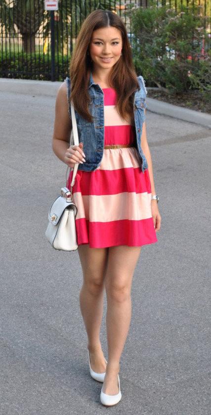 r-pink-magenta-dress-blue-med-vest-jean-stripe-bold-print-mini-white-bag-white-shoe-flats-skinny-belt-howtowear-fashion-style-outfit-spring-summer-brun-lunch.jpg