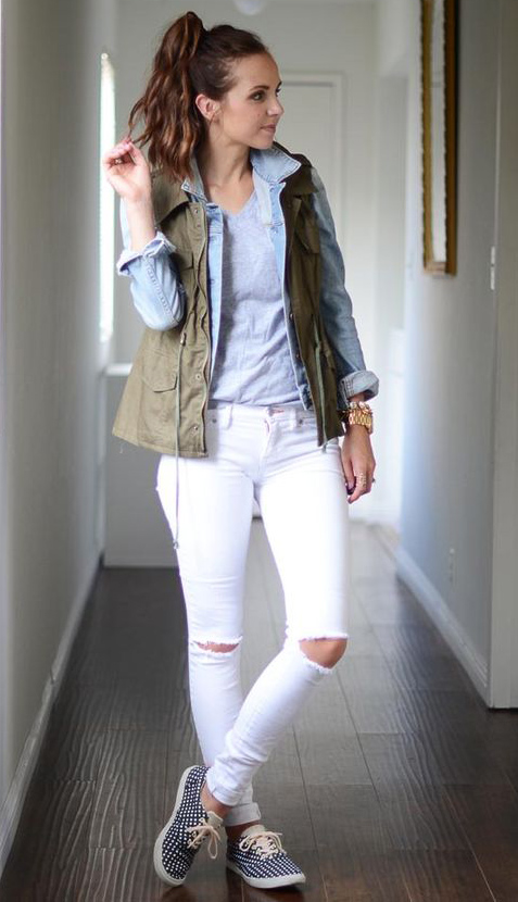 white-skinny-jeans-grayl-tee-layer-hairr-pony-blue-light-jacket-jean-green-olive-vest-utility-spring-summer-weekend.jpg