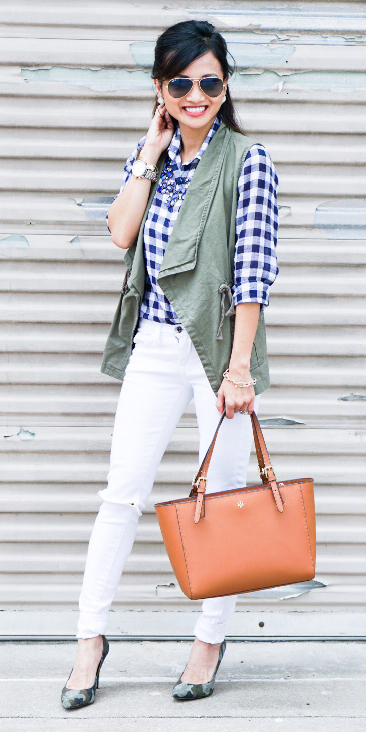white-skinny-jeans-blue-navy-collared-shirt-gingham-print-bib-necklace-cognac-bag-tote-brun-sun-green-shoe-pumps-green-olive-vest-utility-spring-summer-lunch.jpg