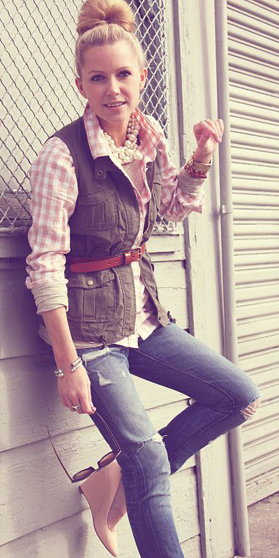 blue-med-skinny-jeans-peach-collared-shirt-gingham-print-pearl-necklace-blonde-bun-belt-green-olive-vest-utility-tan-shoe-pumps-fall-winter-lunch.jpg