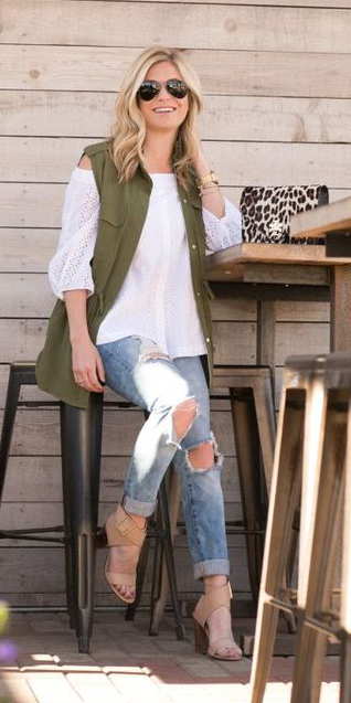 blue-light-skinny-jeans-white-top-offshoulder-blonde-sun-tan-bag-leopard-print-tan-shoe-sandalh-green-olive-vest-utility-fall-winter-lunch.jpg