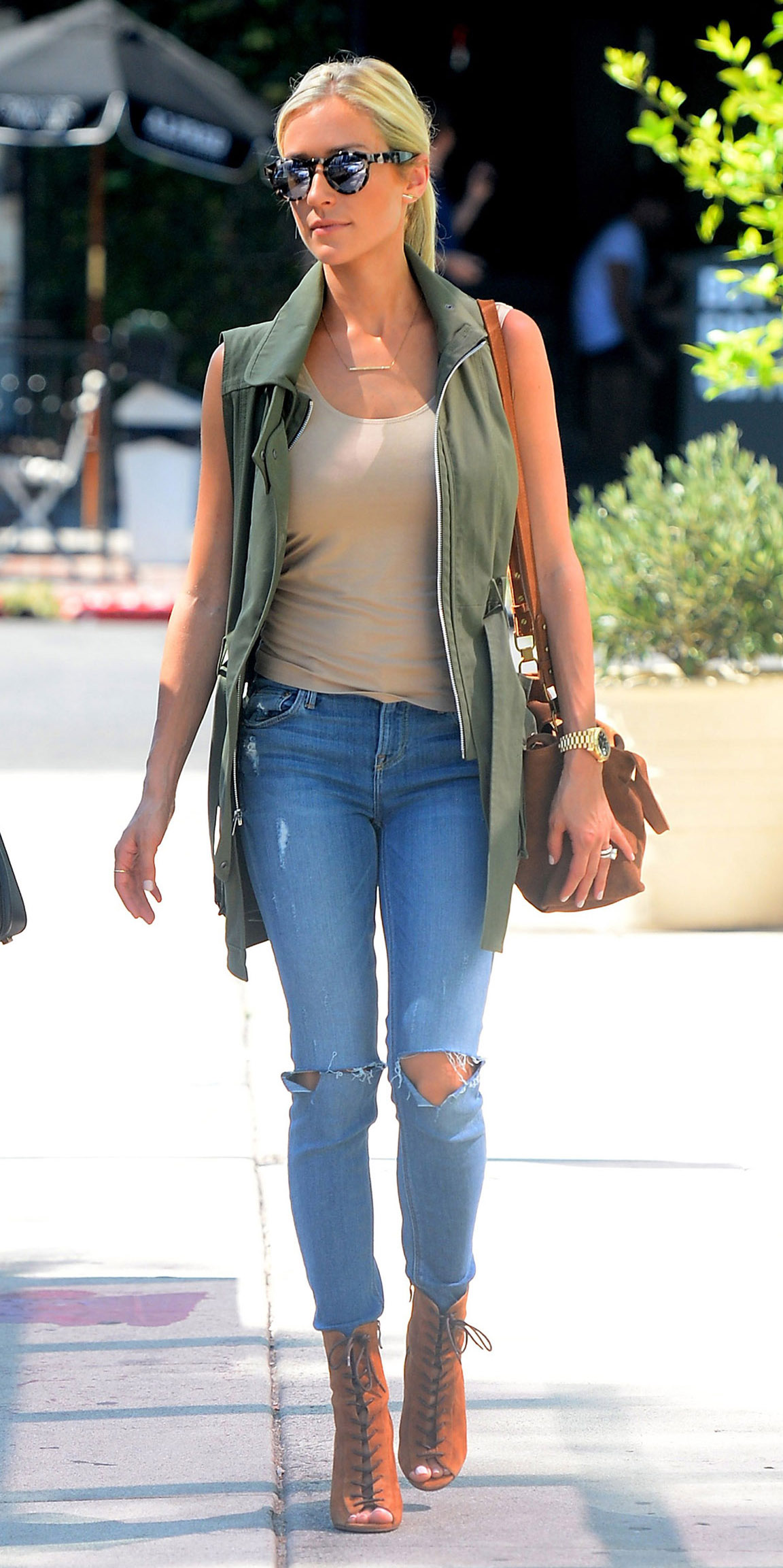blue-light-skinny-jeans-tan-tank-cognac-bag-blonde-pony-sun-cognac-shoe-sandalh-green-olive-vest-utility-trench-kristincavallari-spring-summer-lunch.jpg