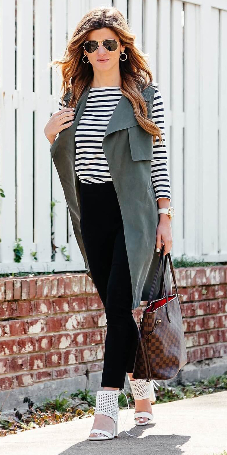 black-slim-pants-black-tee-stripe-hairr-sun-brown-bag-tote-white-shoe-sandalh-green-olive-vest-utility-trench-spring-summer-work.jpg