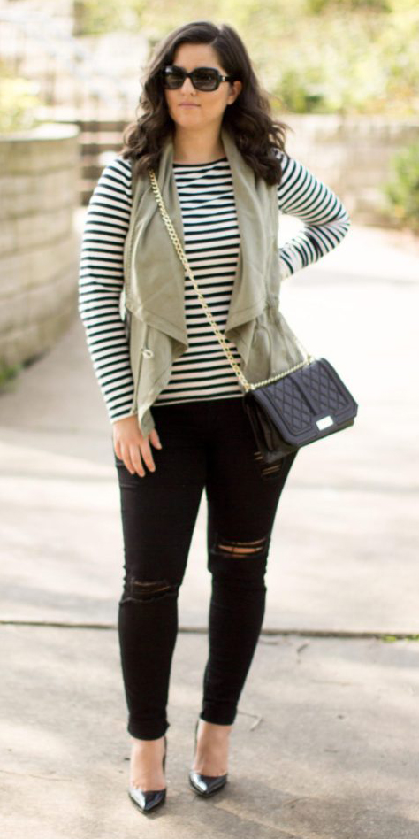 black-skinny-jeans-black-tee-stripe-green-olive-vest-utility-sun-brun-black-shoe-pumps-fall-winter-lunch.jpg