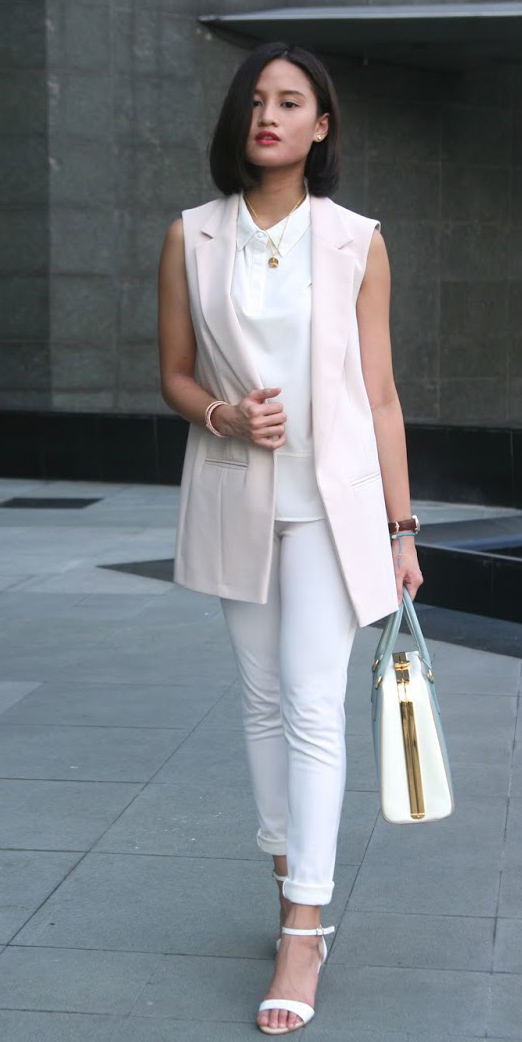 white-slim-pants-white-top-brun-lob-blue-bag-pastel-tonal-white-shoe-sandalh-pink-light-vest-tailor-spring-summer-work.JPG