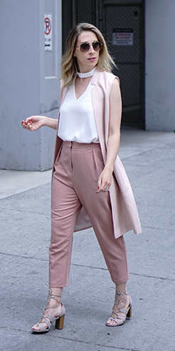 pink-light-joggers-pants-white-top-blonde-pink-light-vest-tailor-tan-shoe-sandalh-spring-summer-lunch.jpg