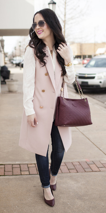 blue-navy-skinny-jeans-white-collared-shirt-burgundy-bag-burgundy-shoe-pumps-pink-light-vest-tailor-brun-sun-fall-winter-work.jpg