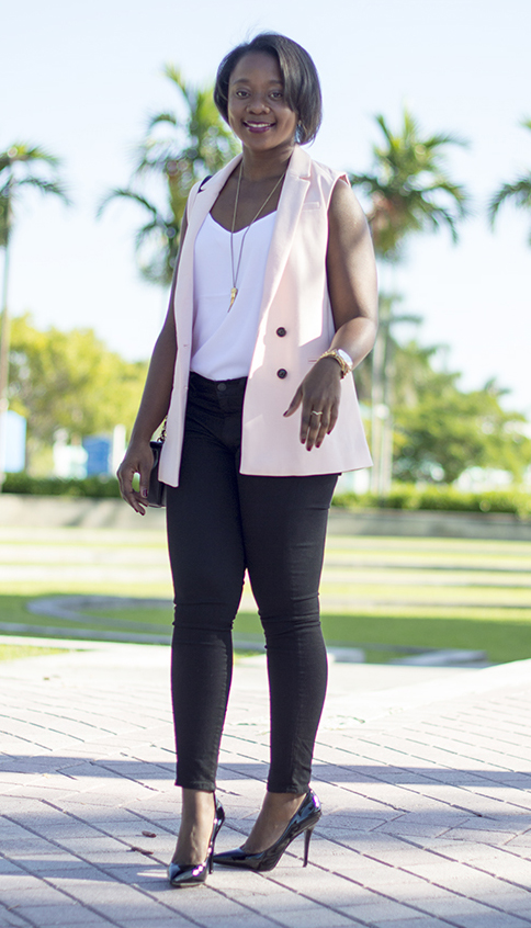 black-skinny-jeans-white-cami-pink-light-vest-tailor-black-shoe-pumps-necklace-black-bag-howtowear-fashion-style-outfit-spring-summer-brun-dinner.jpg