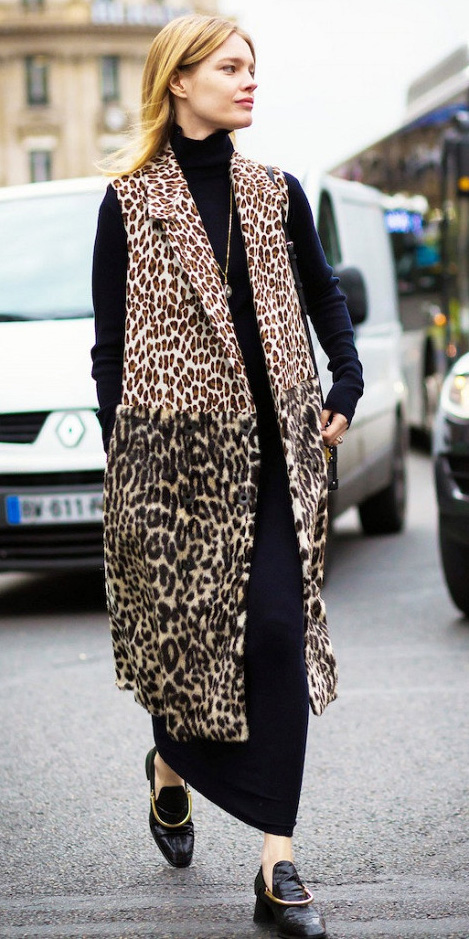black-maxi-skirt-black-sweater-tan-vest-tailor-necklace-pend-howtowear-fashion-style-outfit-fall-winter-leopard-long-duster-turtleneck-basic-black-shoe-loafers-model-street-blonde-lunch.jpg