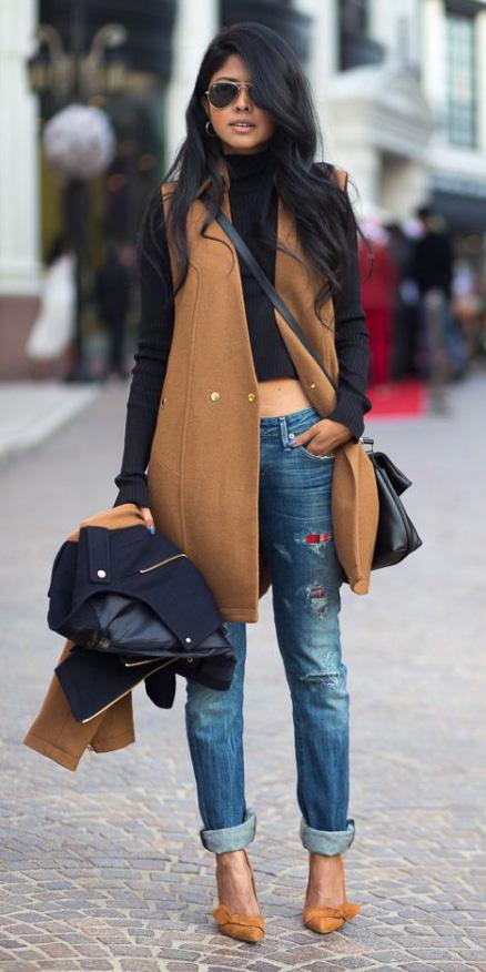 blue-med-boyfriend-jeans-black-sweater-crop-camel-vest-tailor-brun-tan-shoe-pumps-black-bag-sun-howtowear-fashion-style-outfit-fall-winter-sleeveless-coat-turtleneck-crossbody-trend-lunch.jpg