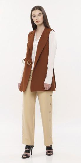 tan-slim-pants-white-top-blouse-brun-camel-vest-tailor-black-shoe-sandalh-fall-winter-work.jpg