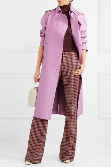 burgundy-wideleg-pants-burgundy-sweater-turtleneck-white-bag-pink-light-jacket-coat-trench-fall-winter-work.jpg