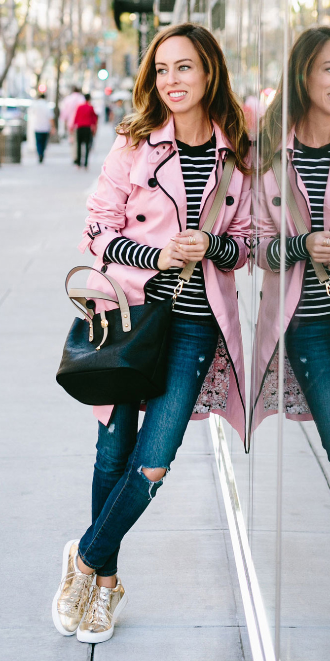 blue-navy-skinny-jeans-black-bag-black-tee-stripe-tan-shoe-sneakers-gold-hairr-pink-light-jacket-coat-trench-spring-summer-weekend.jpg