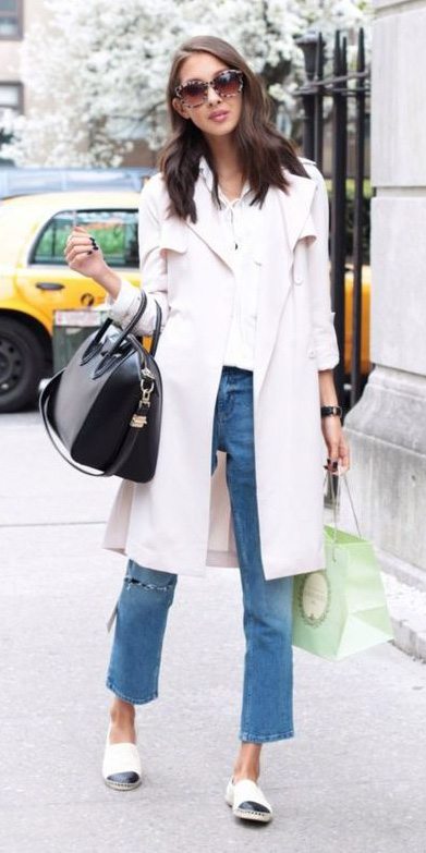 blue-med-crop-jeans-brun-white-shoe-flats-sun-pink-light-jacket-coat-trench-spring-summer-lunch.jpg