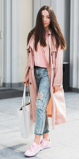 blue-light-boyfriend-jeans-white-bag-tote-brun-pink-shoe-sneakers-pink-light-jacket-coat-trench-spring-summer-weekend.jpg