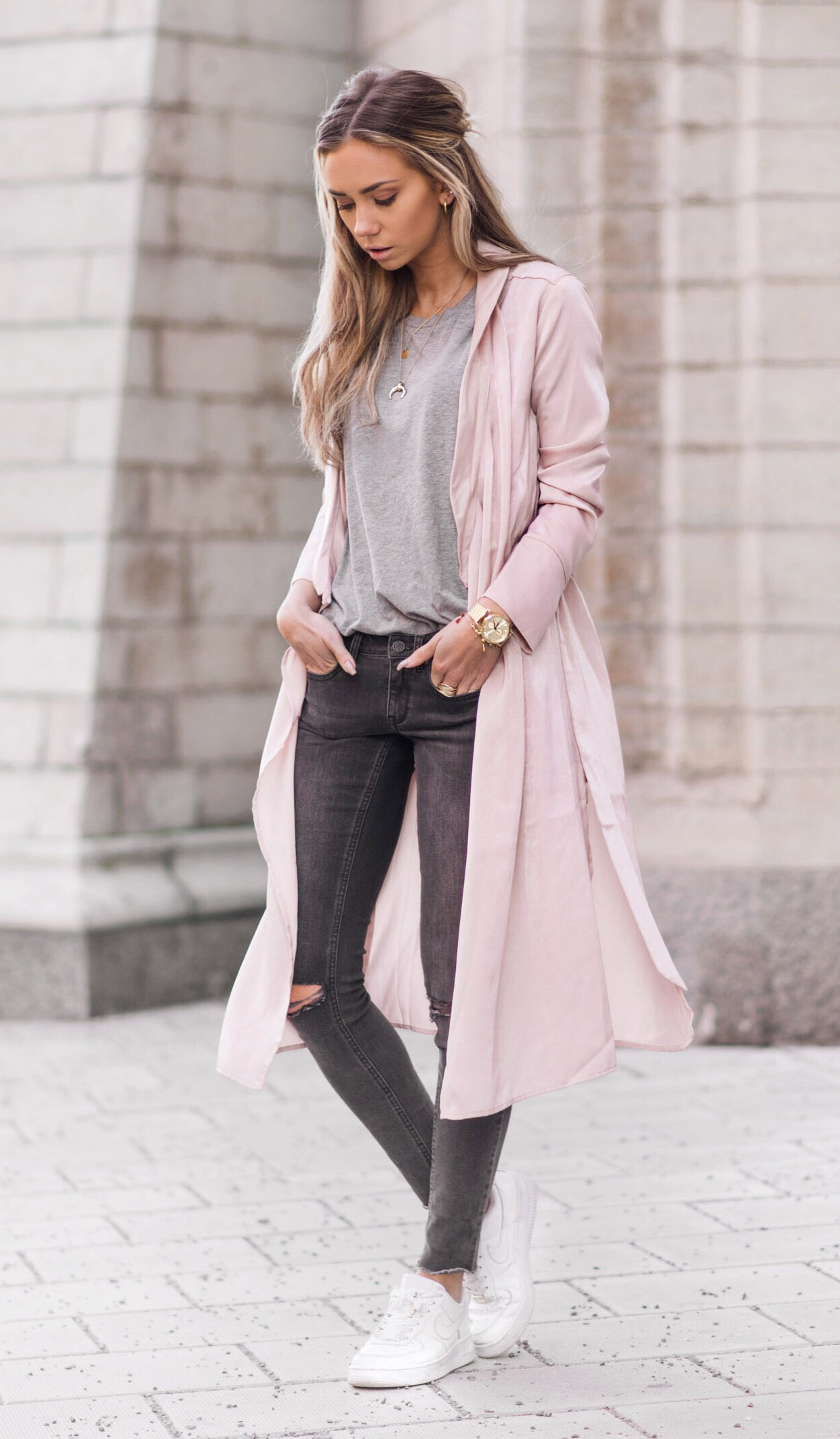 grayd-skinny-jeans-grayl-tee-pink-light-jacket-coat-trench-white-shoe-sneakers-watch-necklace-howtowear-fashion-style-outfit-spring-summer-hairr-weekend.jpg