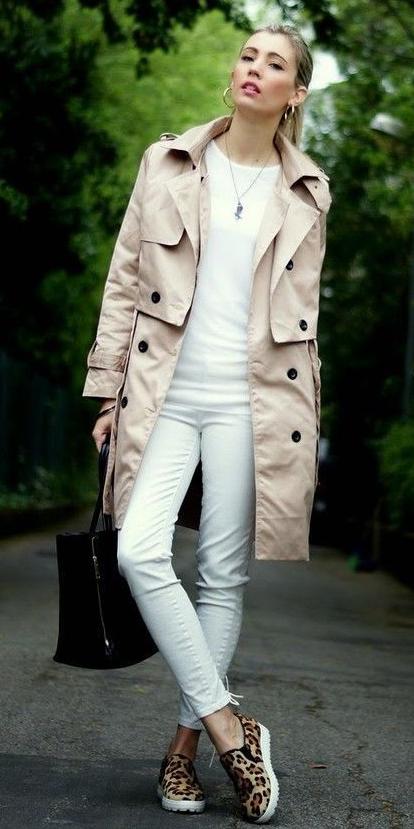 white-skinny-jeans-white-tee-howtowear-style-fashion-spring-summer-khaki-tan-jacket-coat-trench-black-bag-leopard-hoops-pony-tan-shoe-sneakers-blonde-lunch.jpg