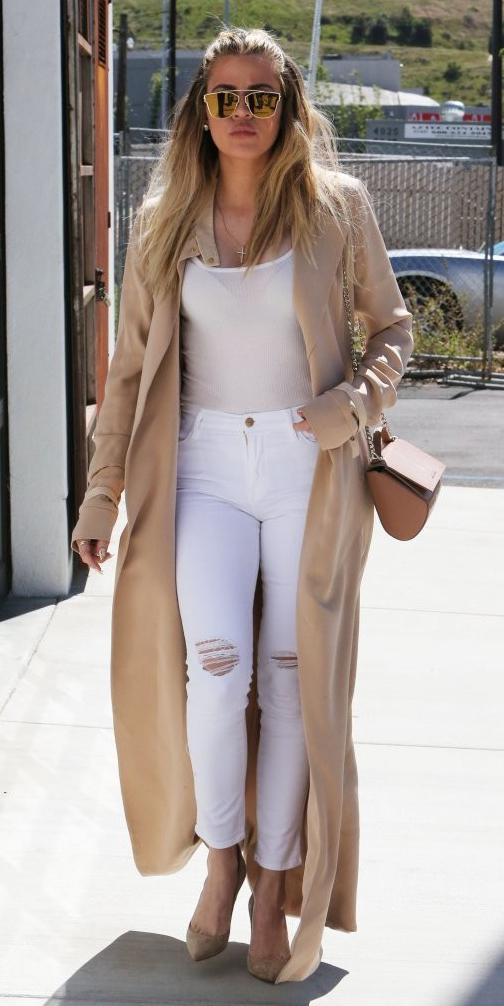 white-skinny-jeans-white-tank-blonde-sun-cognac-bag-tan-shoe-pumps-khloekardashian-tan-jacket-coat-trench-spring-summer-lunch.jpg