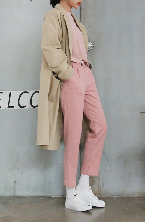 pink-light-joggers-pants-white-shoe-sneakers-socks-tan-jacket-coat-trench-spring-summer-lunch.jpg