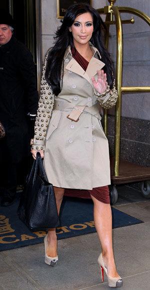 brown-dress-wrap-tan-jacket-coat-trench-black-bag-tan-shoe-pumps-kimkardashian-brun-fall-winter-dinner.jpg