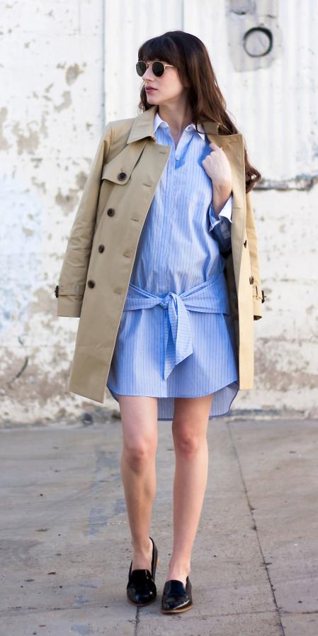 blue-light-dress-shirt-tan-jacket-coat-trench-sun-brun-black-shoe-loafers-spring-summer-lunch.jpg