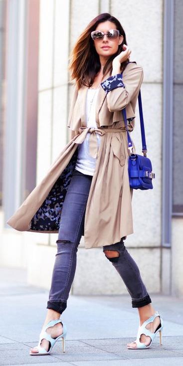 blue-navy-skinny-jeans-white-tee-cobalt-blue-bag-hairr-sun-white-shoe-sandalh-tan-jacket-coat-trench-spring-summer-lunch.jpg