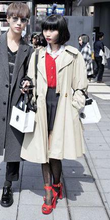 black-mini-skirt-bob-brun-black-tights-red-shoe-sandalh-tan-jacket-coat-trench-fall-winter-lunch.jpg