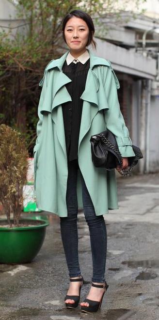 black-skinny-jeans-black-shoe-sandalh-brun-black-top-blouse-black-bag-green-light-jacket-coat-trench-spring-summer-lunch.jpg