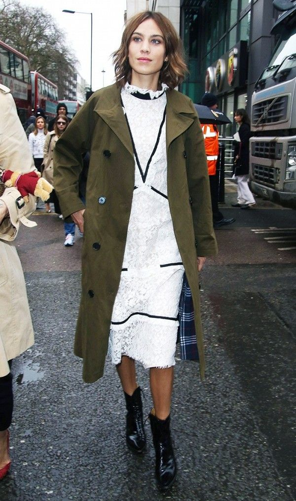 white-dress-bodycon-lace-brun-black-shoe-booties-alexachung-green-olive-jacket-coat-trench-fall-winter-dinner.jpg