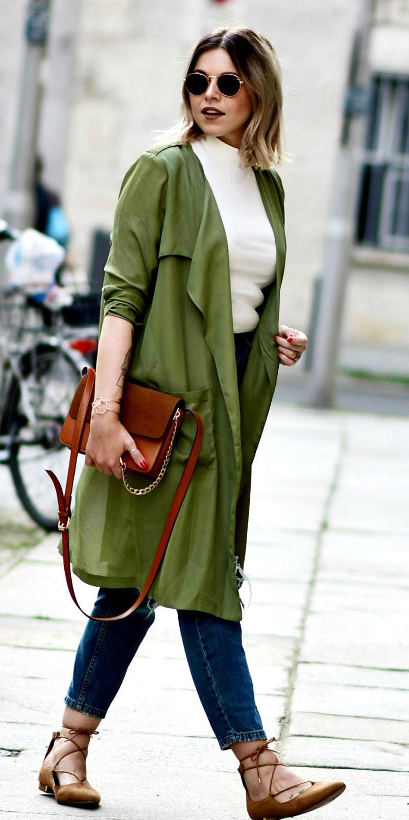 blue-navy-skinny-jeans-white-tee-turtleneck-lob-sun-blonde-cognac-bag-cognac-shoe-flats-green-olive-jacket-coat-trench-fall-winter-lunch.jpg