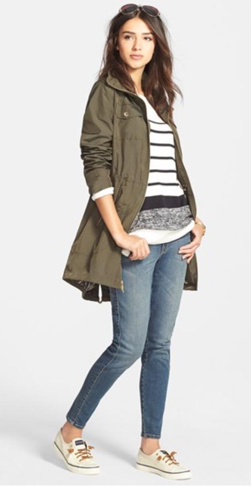 blue-med-skinny-jeans-black-sweater-stripe-howtowear-style-fashion-fall-winter-white-shoe-flats-green-olive-jacket-coat-trench-sun-brun-weekend.jpg