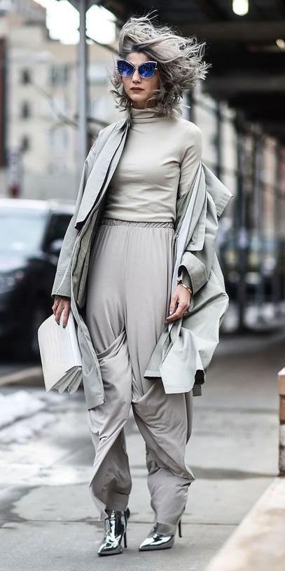 grayl-wideleg-pants-grayl-tee-turtleneck-grayl-jacket-coat-trench-mono-white-bag-sun-grayhair-gray-shoe-booties-fall-winter-lunch.jpg