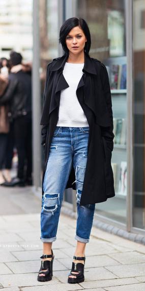 blue-med-boyfriend-jeans-black-shoe-sandalh-brun-white-sweater-black-jacket-coat-trench-spring-summer-lunch.jpg