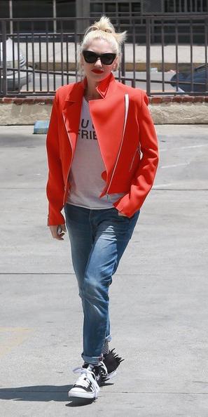 blue-med-boyfriend-jeans-red-jacket-moto-black-shoe-sneakers-blonde-pony-sun-gwenstefani-fall-winter-weekend.jpg