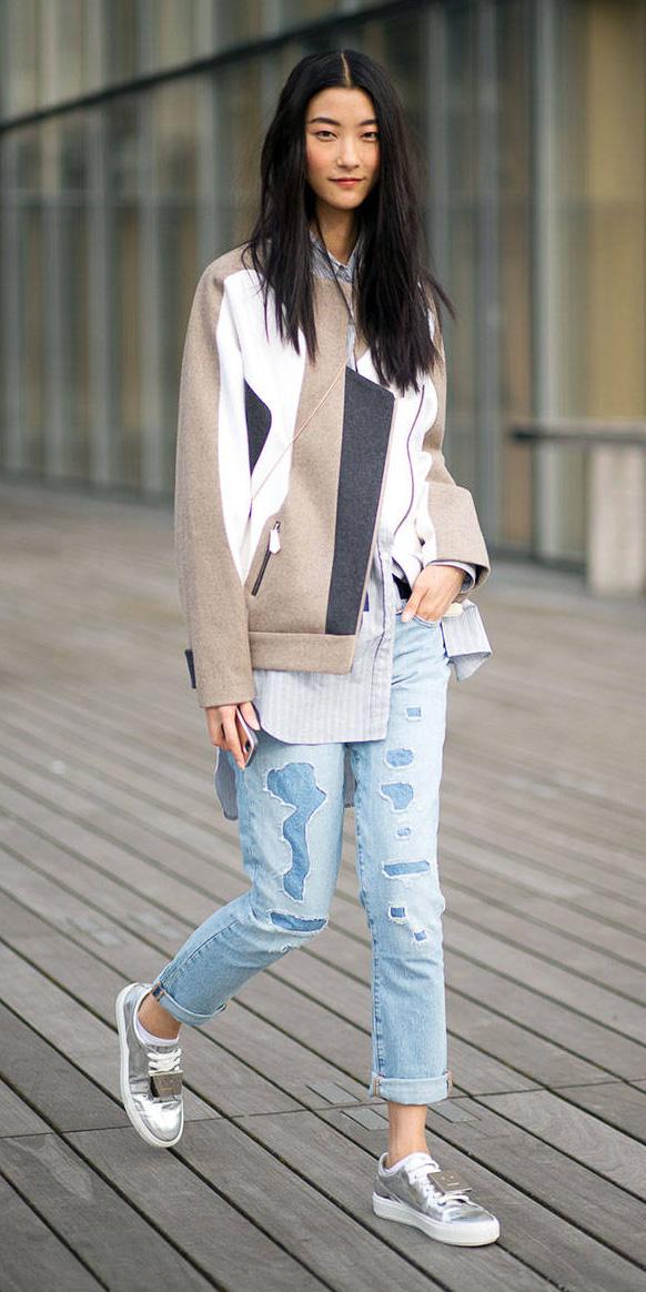blue-light-boyfriend-jeans-blue-light-collared-shirt-tan-jacket-moto-brun-gray-shoe-sneakers-silver-spring-summer-weekend.jpg
