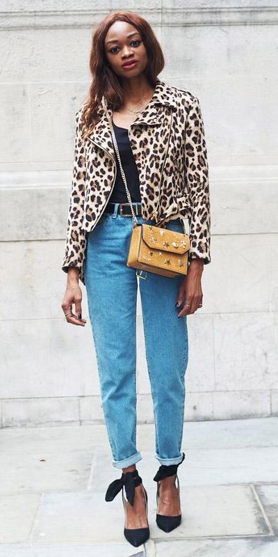 blue-light-boyfriend-jeans-yellow-bag-black-tee-belt-leopard-print-black-shoe-pumps-tan-jacket-moto-fall-winter-brun-lunch.jpg