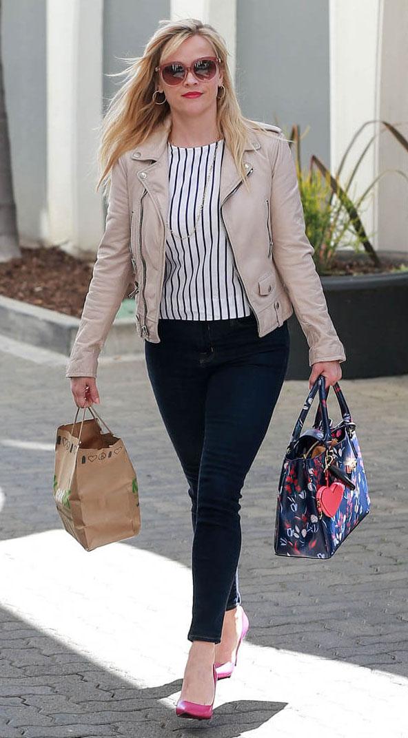 blue-navy-skinny-jeans-white-top-vertical-stripe-tan-jacket-moto-earrings-blue-bag-tote-pink-shoe-pumps-reesewitherspoon-howtowear-style-spring-summer-blonde-work.jpg