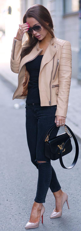 black-skinny-jeans-tan-jacket-moto-tan-shoe-pumps-brun-sun-black-tee-fall-winter-lunch.jpg