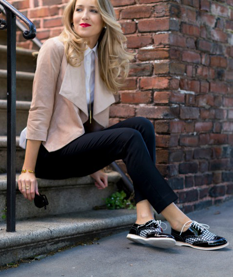 black-slim-pants-white-collared-shirt-tan-jacket-moto-pearl-studs-black-shoe-brogues-howtowear-fashion-style-outfit-fall-winter-blonde-lunch.jpg