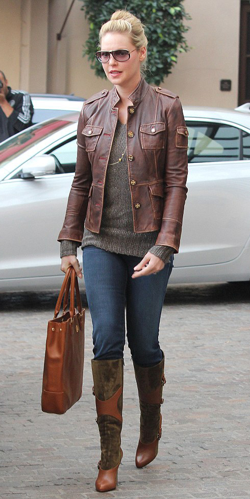 blue-navy-skinny-jeans-o-brown-sweater-brown-jacket-moto-cognac-shoe-boots-cognac-bag-necklace-sun-bun-katherineheigl-howtowear-fashion-style-outfit-blonde-fall-winter-lunch.jpg