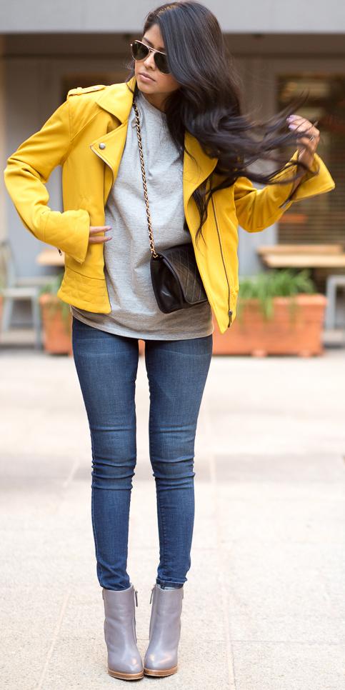 blue-navy-skinny-jeans-grayl-sweater-yellow-jacket-moto-brun-sun-black-bag-gray-shoe-booties-fall-winter-weekend.jpg