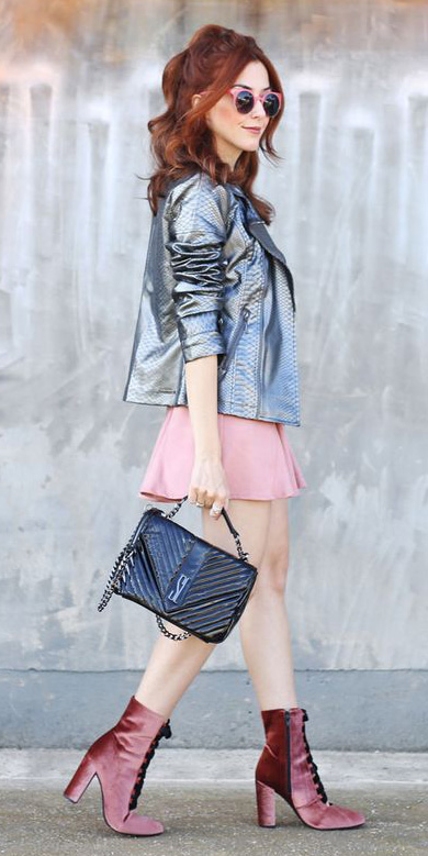 pink-light-mini-skirt-grayl-jacket-moto-black-bag-pink-shoe-booties-hairr-sun-fall-winter-lunch.jpg